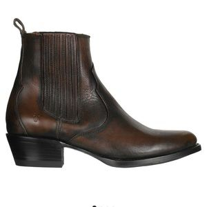 Frye Diana Chelsea Boot! Worn less than 5 times!